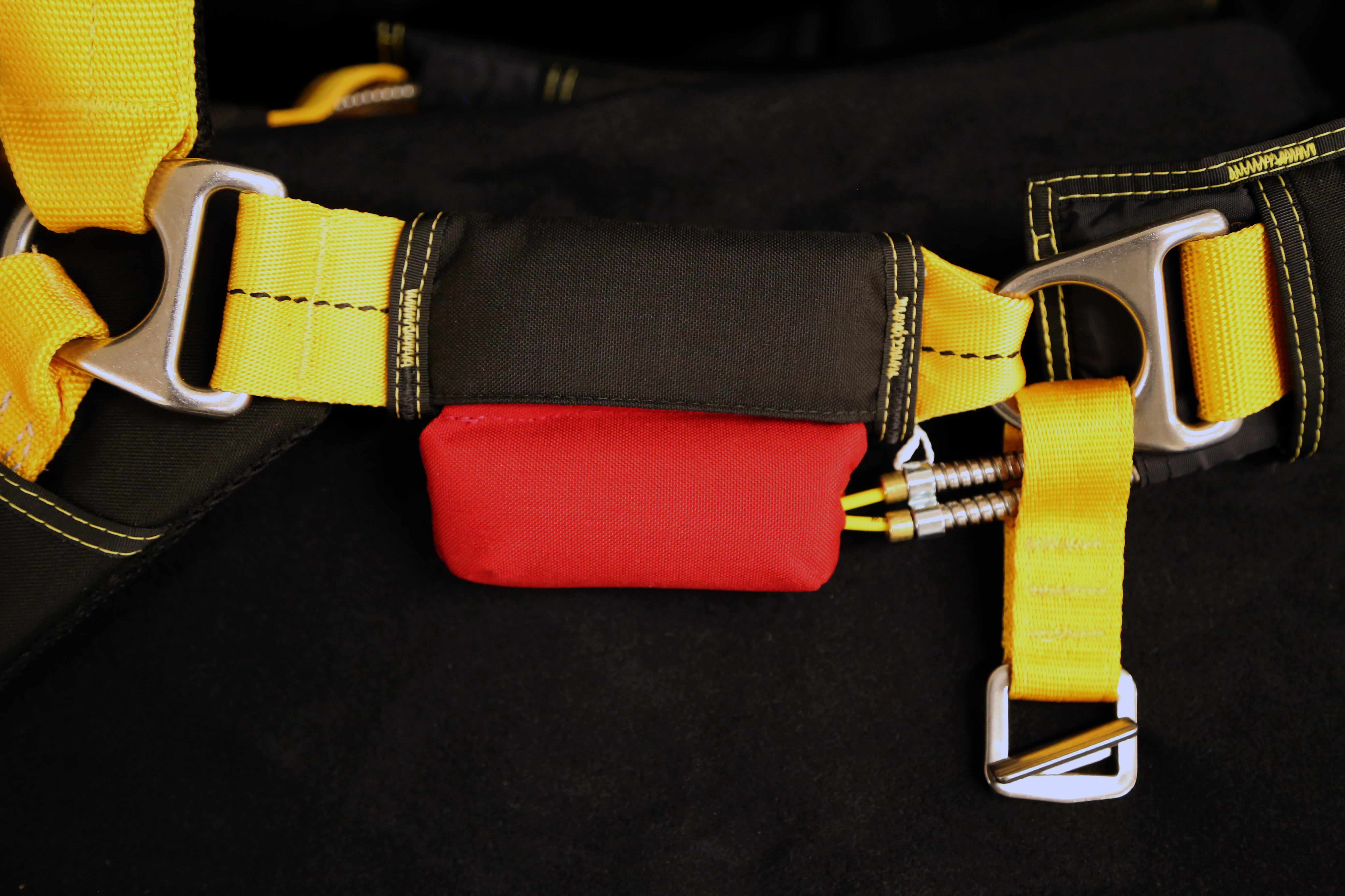 2ccab4e9e565 Big cutaway handles